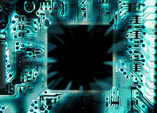 与传播的颜色的计算机芯片里面 免版税库存照片