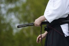与传统日本剑的合气道 图库摄影