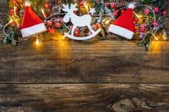 与传统装饰品的圣诞节边界 免版税库存图片