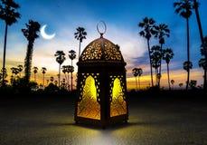 与传统阿拉伯语l的赖买丹月Kareem美丽的贺卡 免版税图库摄影