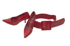 与传送带的红色妇女鞋子 库存照片