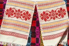 与传统几何样式的白俄罗斯毛巾 库存照片