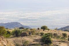 与传统小屋的风景 Omo谷 埃塞俄比亚 库存照片