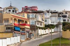 与传统房子的街道视图 更加气味强烈的摩洛哥 免版税图库摄影