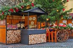 与传统甜点的摊位在布拉格 免版税库存照片