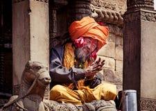 与传统被绘的面孔的Sadhu在Bhaktapur,尼泊尔 库存照片