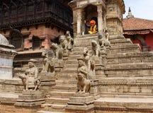 与传统被绘的面孔的Sadhu在Bhaktapur,尼泊尔 库存图片