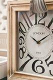 与伦敦题字的木clockface 免版税库存图片