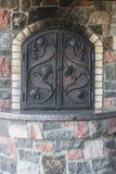 与伪造的门的石火炉 免版税图库摄影