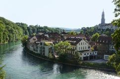与伯尔尼大教堂,瑞士的都市风景视图 库存图片