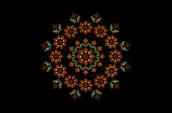 与伯根地花与词根和叶子的圆的花圈有在黑背景的波浪小珠框架的 图库摄影