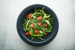 与低热值内容的有机蔬菜沙拉减肥的 r 图库摄影