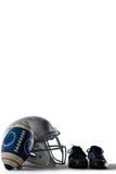 与体育鞋子和盔甲的橄榄球 库存照片