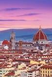 与佛罗伦萨中央寺院Panor的美好的佛罗伦萨日落城市地平线 免版税库存图片