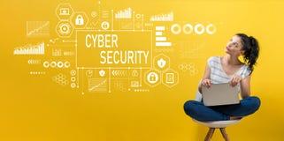 与使用膝上型计算机的妇女的网络安全 免版税库存图片