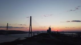 与俄国桥梁的剪影的风景在日落的 影视素材