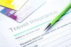 与保险的预定的旅行概念在桌背景 库存照片