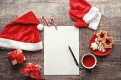 与信件的构成给圣诞老人 免版税图库摄影