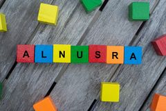 与信件的色的木立方体 词alnusra被显示,抽象例证 库存图片