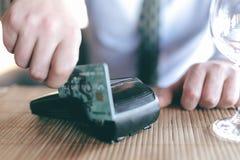 与信用卡的付款 免版税库存照片