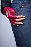 与修指甲的女性现有量在一副时髦的手套 免版税库存照片