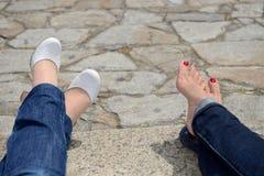 与修脚的女性脚 免版税库存照片