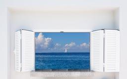 与俯视海的快门的窗口 库存照片