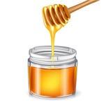 与倾吐在瓶子的浸染工的蜂蜜 免版税库存图片