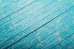 与倾斜的蓝色木背景 免版税库存照片