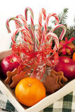与假日装饰的圣诞节甜点 免版税图库摄影