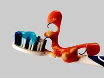与假牙的Teethbrush 免版税库存照片
