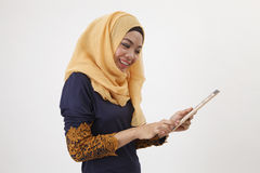 与假的ipad的Musliman 免版税库存照片