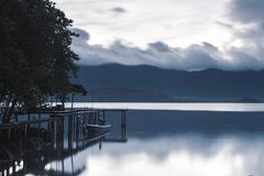 与偏僻的大气的早晨天气 半新黑白fi 免版税图库摄影