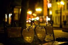 与偏僻的长凳的晚上风景 库存图片