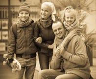 与儿子和女儿的家庭 库存图片