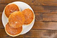 与充塞的可口开胃多福饼在板材 免版税库存照片