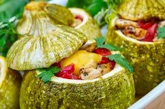 与充塞的被烘烤的绿皮胡瓜 图库摄影