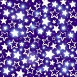 与光亮的星的无缝的样式在紫色背景 库存照片