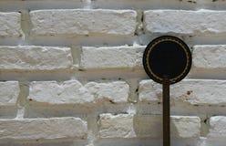 与光和上面遮荫,闭合的a的白色砖墙纹理 免版税库存图片