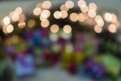 与光和圣诞树的新年抽象 免版税库存照片