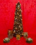 与光和蜡烛的圣诞树 库存图片