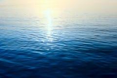 与光太阳补丁的水样式  免版税图库摄影