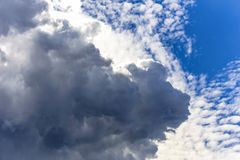 与光的云彩在形成纹理和层数后 库存照片
