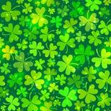 与光的深绿无缝的三叶草模式 免版税库存图片