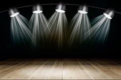 与光的被阐明的空的音乐会阶段 免版税库存照片