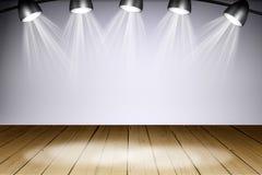 与光的被阐明的空的音乐会阶段 免版税图库摄影