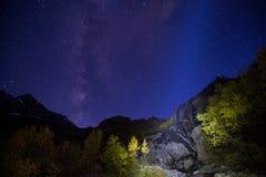 与光的阿里贝克瀑布 免版税库存照片