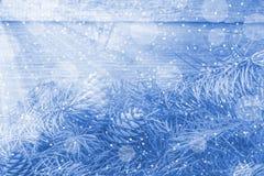 与光芒和bokeh的抽象圣诞节构成 免版税库存图片