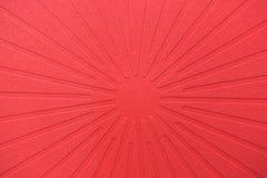 与光芒的抽象红色背景 免版税库存图片