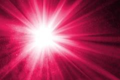 与光芒的抽象紫色背景 免版税库存图片